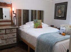 Mendenhall 1884 Inn Bailey's Bungalow Room